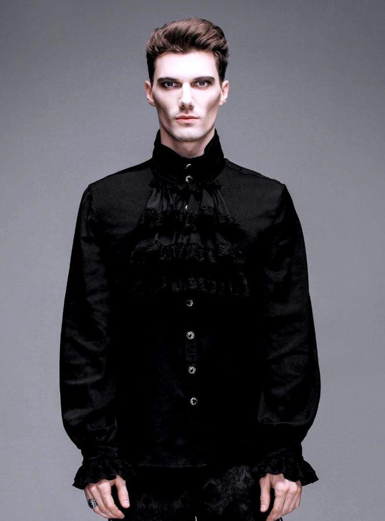 Черная рубашка викторианского стиля
