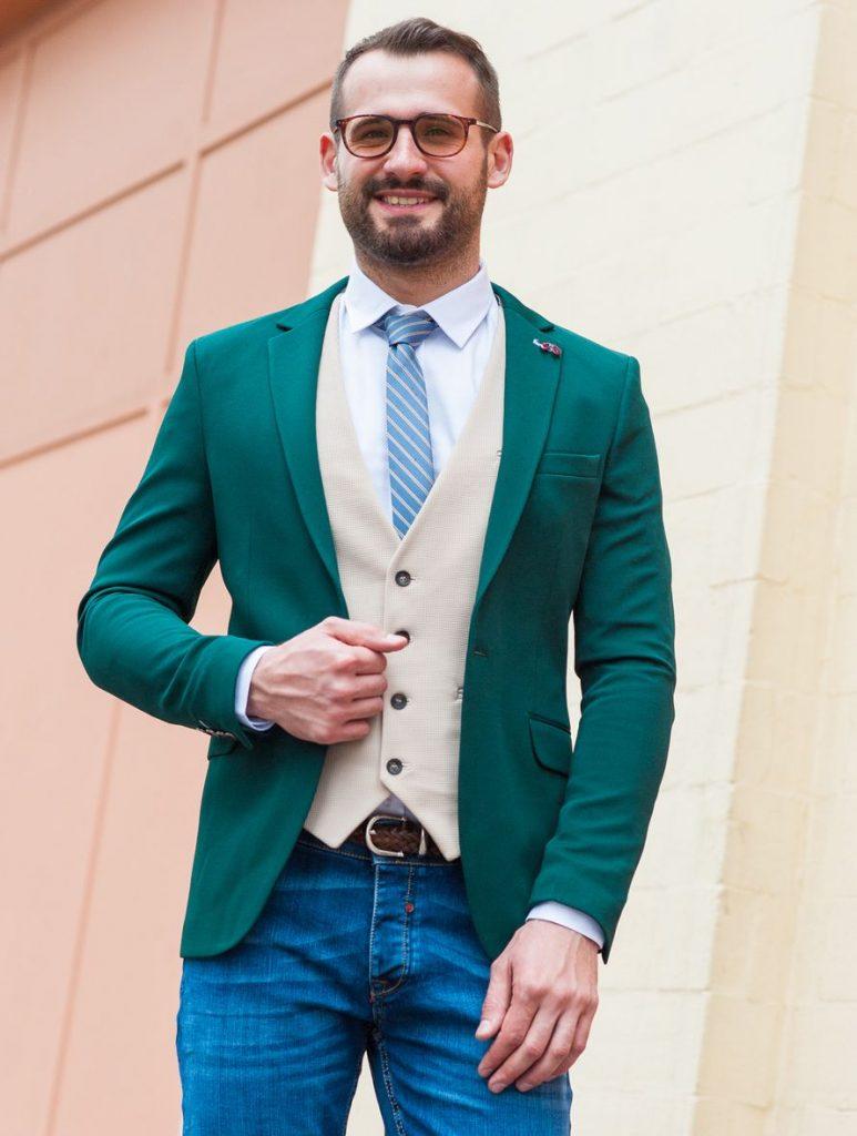 Мужской пиджак зеленого цвета