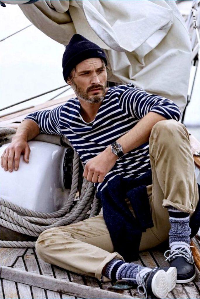 Моряк в тельняшке