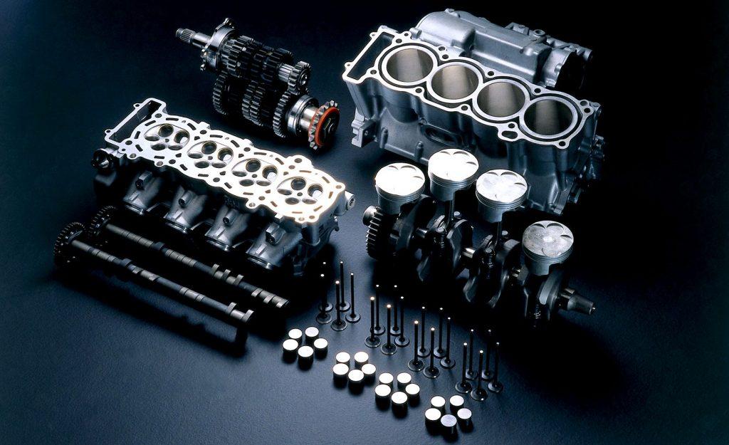 разобранный двигатель авто