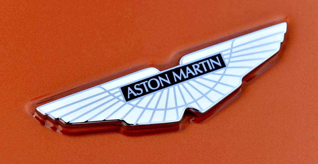 машины с крыльями Aston Martin