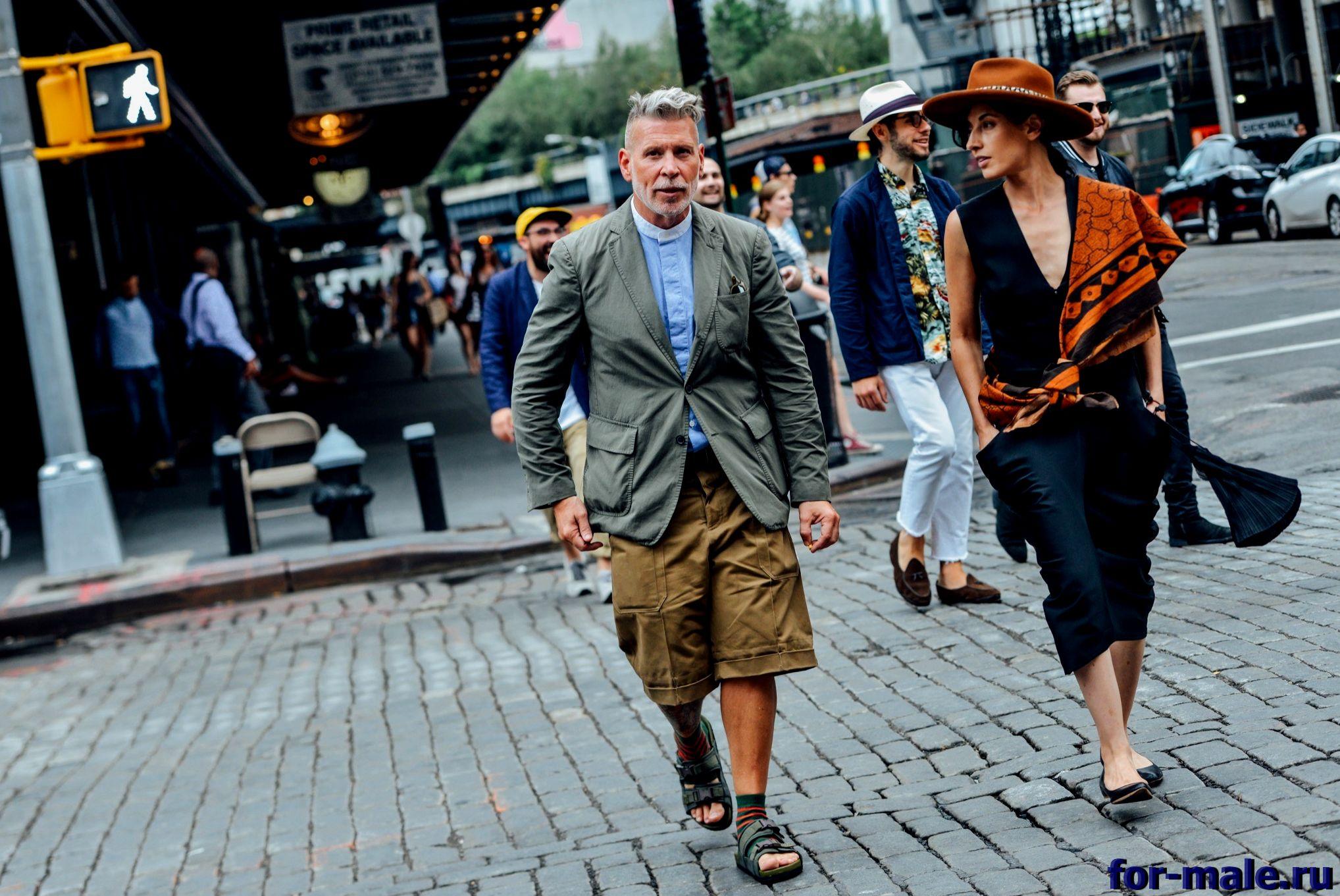 Как правильно носить мужские сандалии